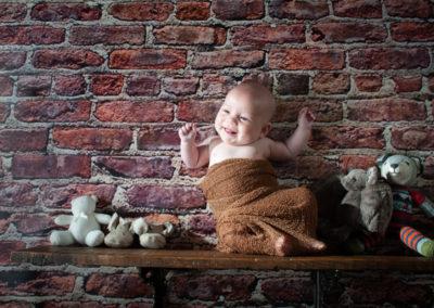 baby-on-a-shelf-3922